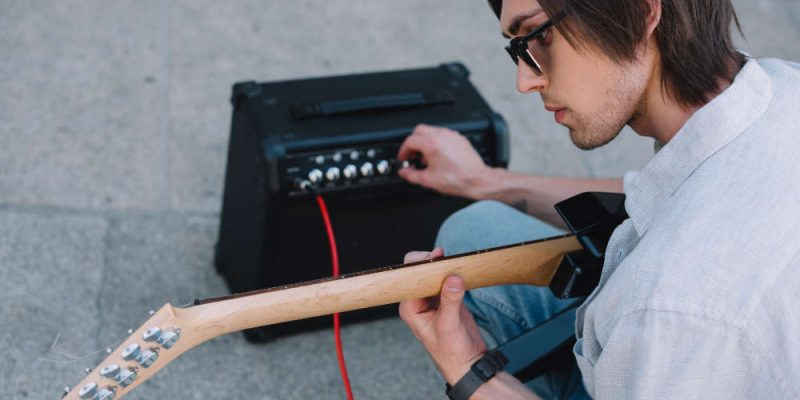 a guitar player trying to understand how his guitar amp works